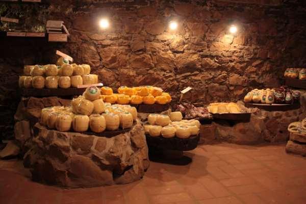 Sotano de los quesos en Colón