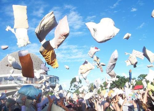 Flashmob, guerra de almohadas, Planetario de Buenos Aires