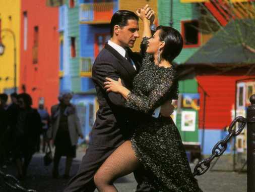 Tango en la calle Caminito