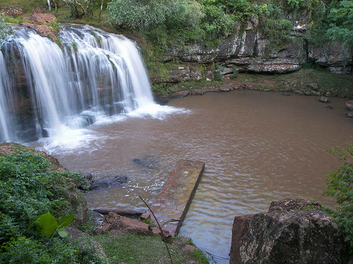 Salto de agua en Misiones, Argentina