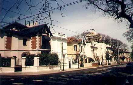 Casonas en el barrio de Villa Devoto