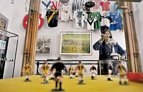 Futbol, la pasion de los argentinos en una exposicion