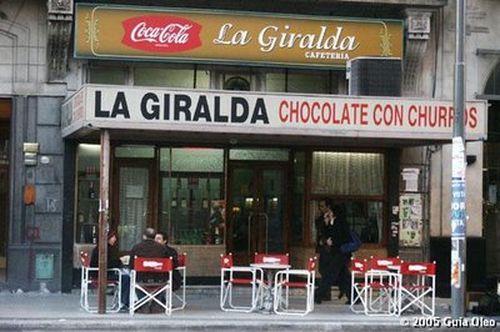 Chocolate con churros en el bar La Giralda